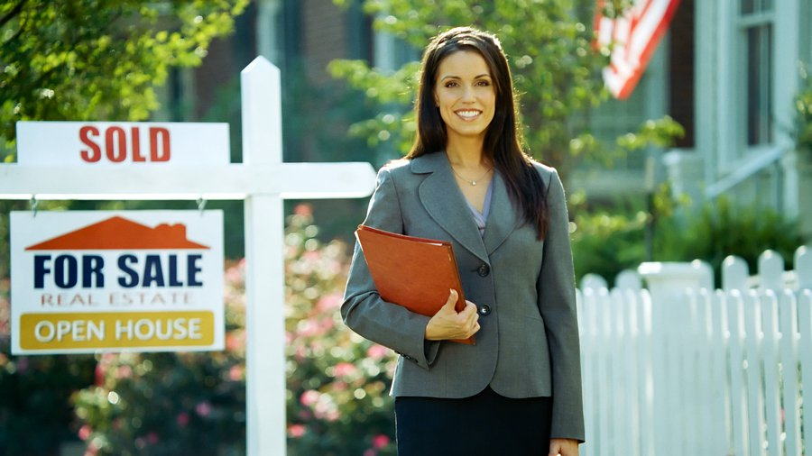 How to Become a Real Estate Agent; a Guide to Success
