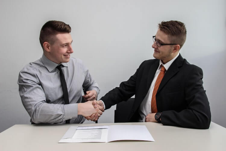 10 Salary Negotiation Tips to Win The Best Offer